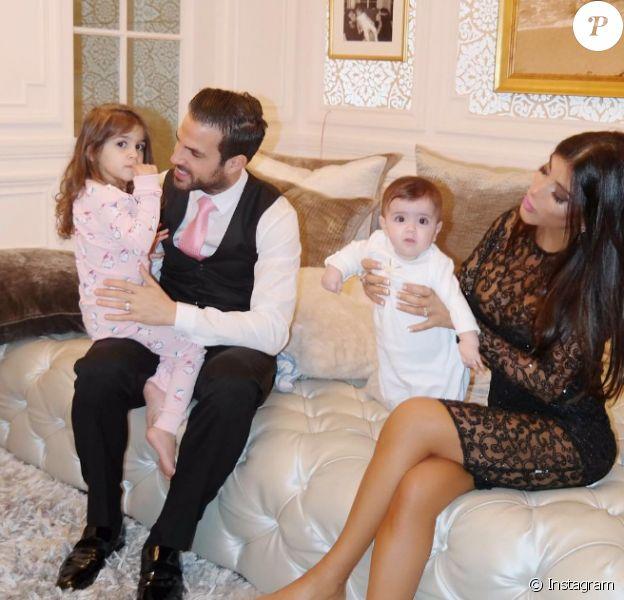 Cesc Fabregas et Daniella Semaan (photo Instagram, lors de la fête des Mères 2016) ont annoncé le 16 octobre 2016 attendre leur troisième enfant ensemble. Un petit frère pour Lia (3 ans) et Capri (1 an) !