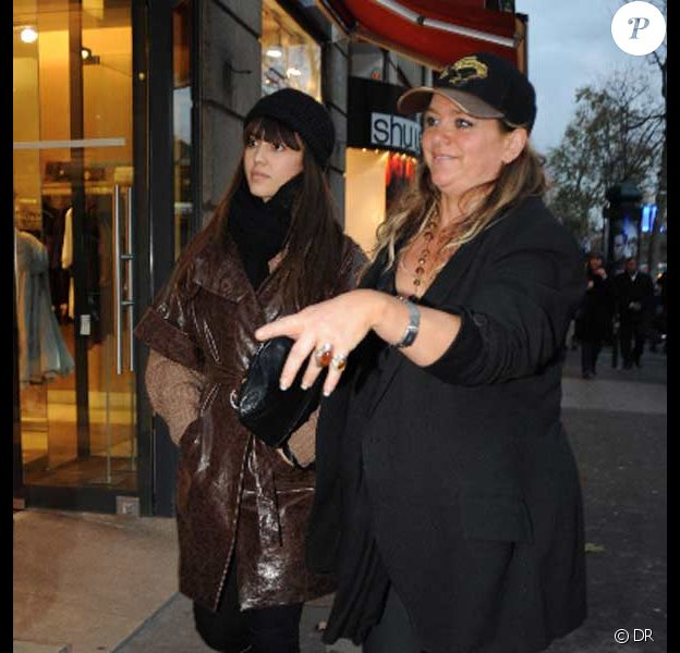 Jessica Alba en shopping pour bébé à Paris