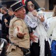 La Chanteuse Cher mange une glace sur le port de Saint tropez avec des amies, le Juin 19, 2016. © Crystal/Bestimage