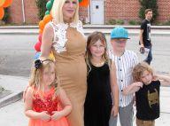 Tori Spelling, enceinte : Elle affiche son baby bump auprès de ses enfants