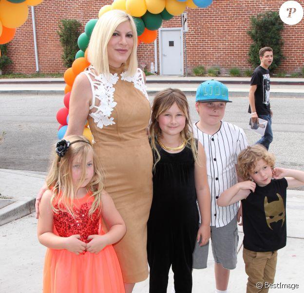 Tori Spelling et ses enfants - Levée de fonds pour la Elizabeth Glaser Pediatric AIDS Foundation's A Time For Heroes aux Smashbox Studios de Los Angeles, le 23 octobre 2016