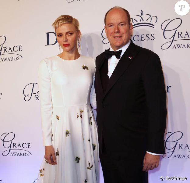 La princesse Charlene et le prince Albert II de Monaco lors du gala des Princess Grace Awards 2016, le 24 octobre 2016 au Cipriani 25 Brodway à New York. La chorégraphe Camille A. Brown, le comédien Leslie Odom Jr. et l'actrice, chanteuse et productrice Queen Latifah ont notamment été primés.