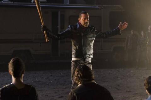 """The Walking Dead saison 7 : Jeffrey Dean Morgan """"vidé"""" par les scènes de meurtre"""