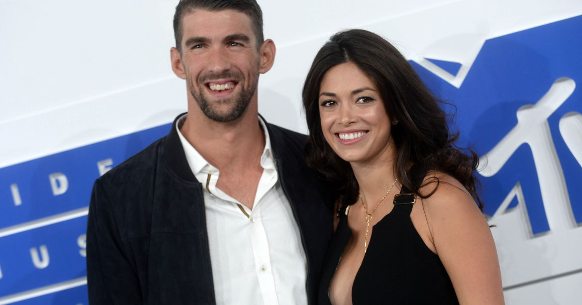 michael phelps et sa compagne nicole johnson aux mtv video music awards 2016 new york le 28. Black Bedroom Furniture Sets. Home Design Ideas