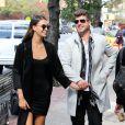Exclusif - Robin Thicke se promène main dans la main avec sa petite amie April Love Geary dans les rues de New York. Les amoureux sont ensuite allés déjeuner au restaurant Bar Pitti. Le 17 octobre 2016