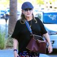 Carrie Fisher sort avec son chien à Beverly Hills le 29 septembre 2016.