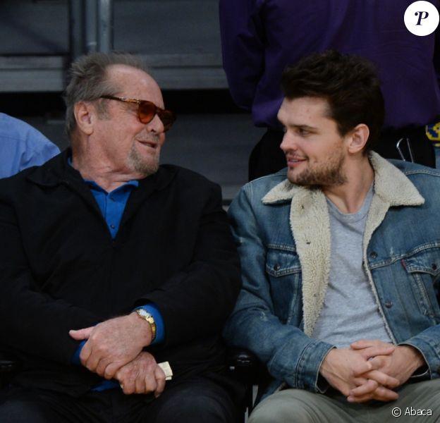 Jack Nicholson et son fils Ray Nicholson assistent au match Los Angeles Lakers vs. Golden State Warriors au Staples Center. Los Angeles, le 4 novembre 2016.