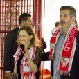 Emilia Clarke et David Benioff - Les acteurs de la série Game of Thrones assistent au match de football Seville contre Barcelone à Séville le 7 novembre 2016.