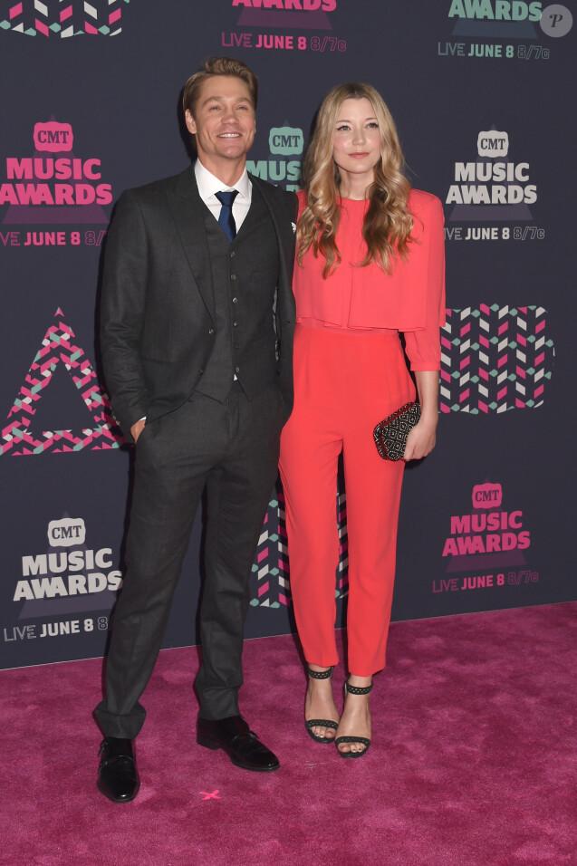 Chad Michael Murray et sa femme Sarah Roemer à la soirée CMT Music Awards à Bridgestone Arena à Nashville, le 8 juin 2016 © AdMedia via Bestimage