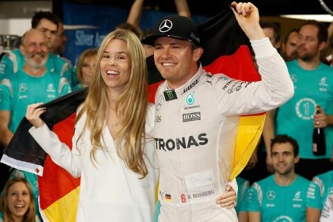 Nico Rosberg : Le beau gosse de F1 sacré, sa sublime femme, Vivian, à ses côtés