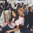 Les anges de la maison Victoria's Secret dont Bella Hadid (au fond) dans l'avion en direction de Paris pour le grand défilé de la marque. Image publiée sur Instagram le 28 novembre 2016