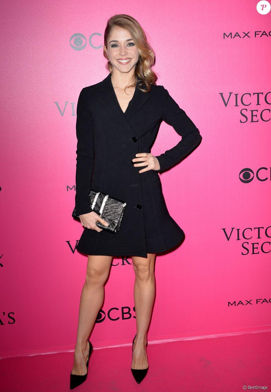 97c607e269 Alice Isaaz - Défilé Victoria's Secret Paris 2016 au Grand Palais à ...