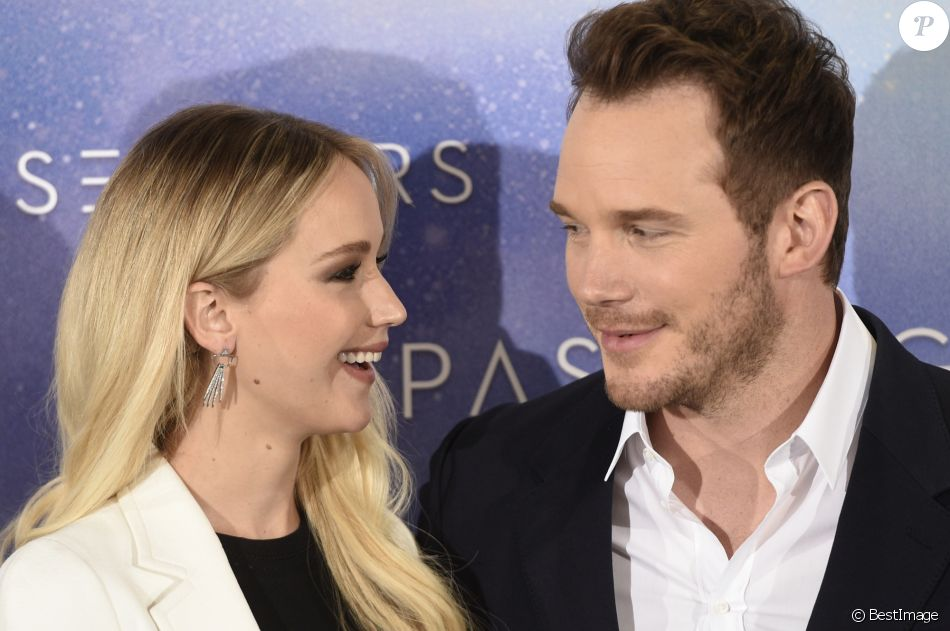 "Jennifer Lawrence et Chris Pratt au photocall du film ""Passengers"" à Madrid. Le 30 novembre 2016"