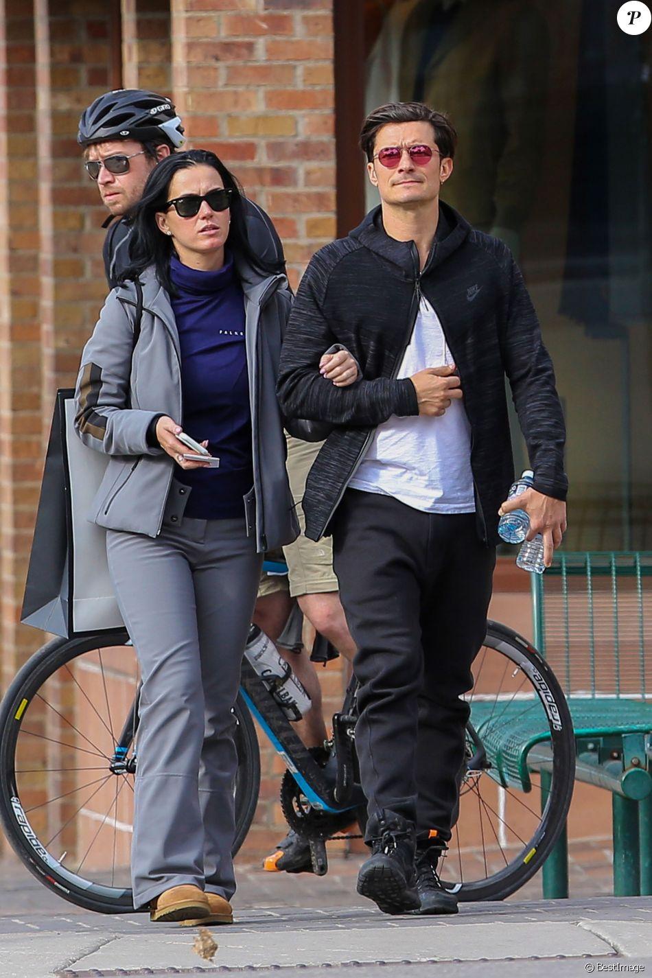 Katy Perry et Orlando Bloom se promènent en amoureux dans les rues de Aspen. Les amoureux sont venus assister au mariage de leur amie la styliste Jamie Schneider. Le 8 avril 2016