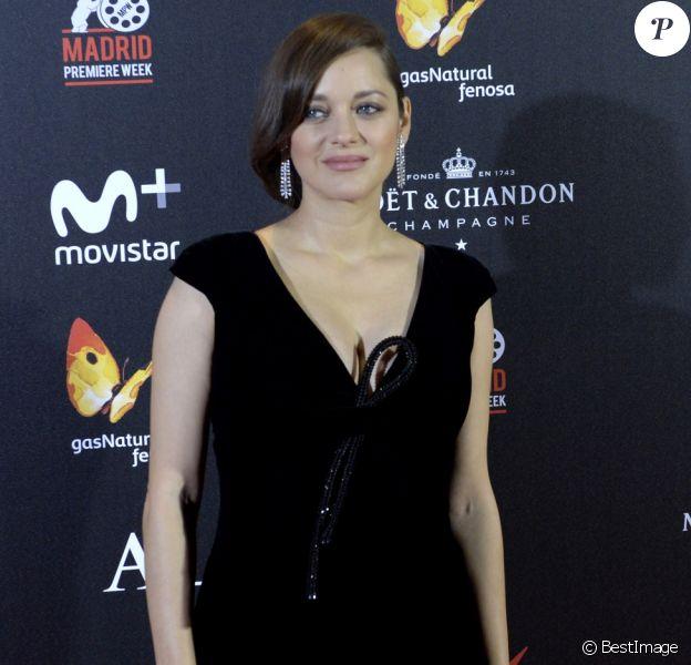 """Marion Cotillard enceinte lors de la première de """"Alliés"""" (Allied) au cinéma Callao à Madrid, Espagne, le 22 novembre 2016."""