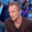 """Sting sur le plateau du """"Grand Journal"""" de Canal+, le 9 décembre 2016."""
