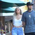 Kylie Jenner et son petit ami le rappeur Tyga se balade en amoureux dans les rues de Beverly Hills, le 8 novembre 2016