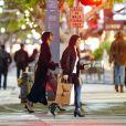 """Exclusif - Selena Gomez va diner au restaurant """"El Cholo"""" avec une amie à Santa Monica le 2 décembre 2016"""