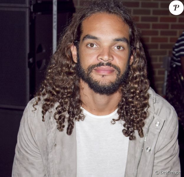 Joakim Noah assiste au défilé DKNY, collection printemps-été 2017 lors de la Fashion Week de New York, le 12 septembre 2016.
