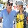 Justin Bieber fait du Segway sur la plage avec son ami Khalil Sharieff a Miami, le 22 janvier 2014.