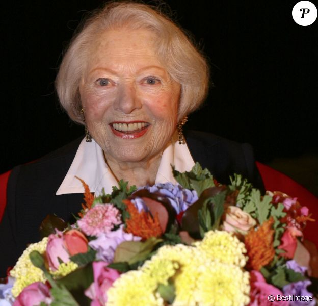 Léo Marjane fête ses 100 ans, en compagnie de ses amis, à la salle des fêtes de Barbizon, le 31 août 2012.