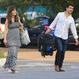 Exclusif - Zooey Deschanel, son mari Jacob Pechenik et leur fille sont allés dîner au restaurant à Austin. Le 26 août 2015