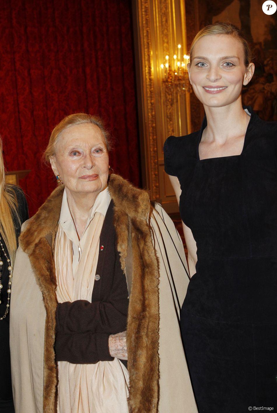 Michèle Morgan et Sarah Marshall à L'Elysée le 14 mars 2012.