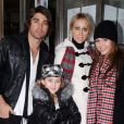 Miley Cyrus, sa mère, sa soeur et Justin Gaston