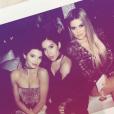 Kendall Jenner et Khloé Kardashian fêtent Noël en famille le 24 décembre 2016.