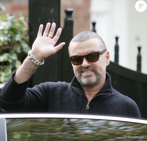 Le chanteur George Michael quittant son domicile pour rejoindre la salle Earls Court pour son dernier concert à Londres. Le 17 octobre 2012