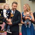 Ryan Reynolds avec sa femme Blake Lively et leurs deux filles James Reynolds et sa petite soeur - Ryan Reynolds reçoit son étoile sur le Walk of Fame à Hollywood, le 15 décembre 2016