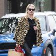 Emma Roberts, la bague au doigt, à la sortie de la boutique A.P.C Store à Los Angeles, le 4 janvier 2017