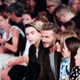 """Brooklyn Beckham, David Beckham et Anna Wintour au défilé Victoria Beckham à New York, le 11 septembre 2016."""