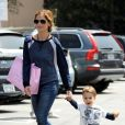 Sarah Michelle Gellar et son fils Rocky dans les rues de Los Angeles, le 8 mai 2014.