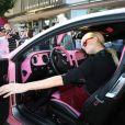 Paris Hilton et sa voiture de Barbie