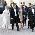 Le prince Daniel le 29 avril 2006, en compagnie de Caroline Svedin et son mari Peder Dinkelspoel et de Leonie Persson et son mari Carl-Johan Persson, arrivant pour la fête de l'anniversaire du roi Carl XVI Gustaf de Suède.