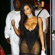Kim Kardashian (dans une tenue très sexy) et Kanye West sortent de leur hôtel à Miami Le 17 septembre 2016