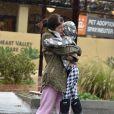 Exclusif - Selma Blair se promène sous la pluie avec son fils Arthur Bleick et son nouveau compagnon dans les rues de Woodland Hills, le 22 janvier 2017