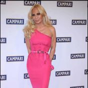 Donatella Versace totalement méconnaissable...mais c'est normal, puisque ce n'est pas elle !