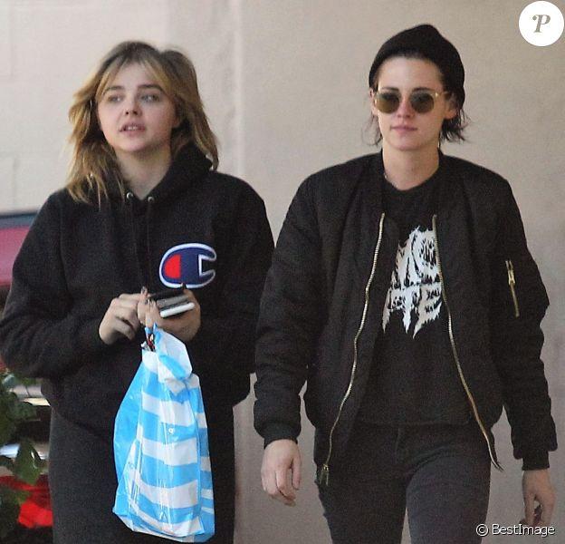 Kristen Stewart et Chloë Grace Moretz sont allées faire du shopping au AT&T store à Loz Feliz, le 26 janvier 2017
