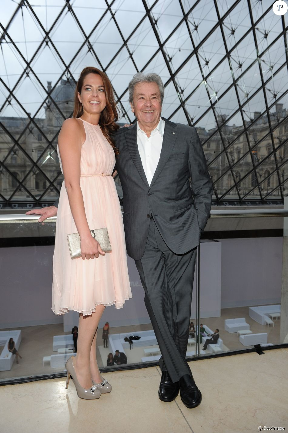 Anouchka et Alain Delon au Louvre Paris le 12 juin 2013.