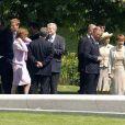 La reine Elizabeth II, le prince Charles, Charles Spencer et les princes William et Harry étaient réunis le 6 juillet 2004 pour l'inauguration de la fontaine commémorative à la mémoire de la princesse Diana dans Hyde Park, à Londres.
