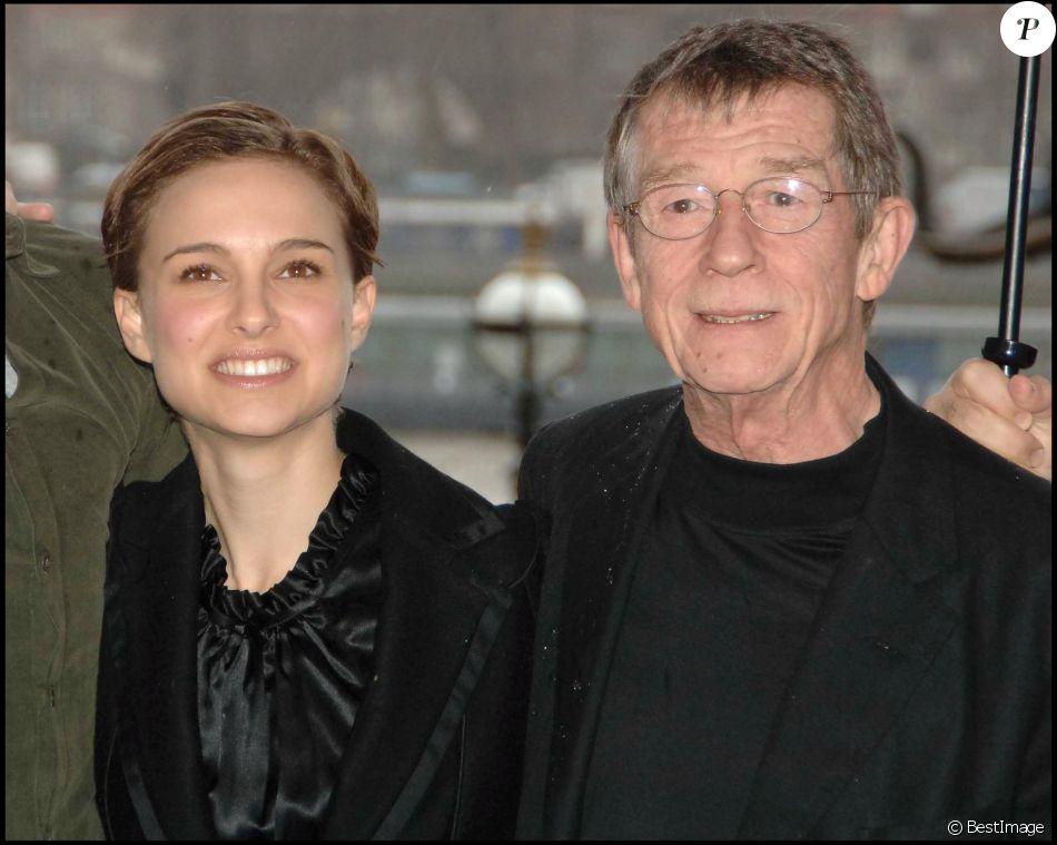 Natalie Portman et John Hurt dans le film V pour Vendetta à Londres en 2006