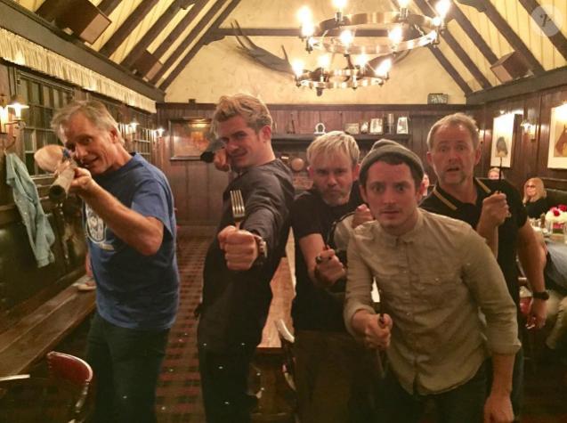 Dominic Monaghan (Meriadoc), Elijah Wood (Frodon), Orlando Bloom (Legolas), Billy Boyd (Pippin) et Viggo Mortensen (Aragorn) ont organisé une mini-réunion du Seigneur des Anneaux à l'occasion des 15 ans de la sortie du premier film