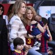 Shakira, ses enfants Milan (2 ans), Sasha (3 mois) et sa belle-mère Montserrat Bernabeu à Barcelone. Le 16 avril 2015.
