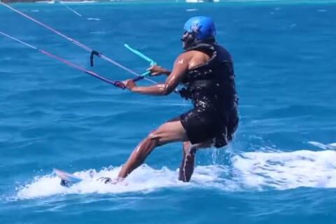 Barack Obama : L'ex-président s'éclate en kitesurf !