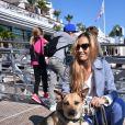 Exclusif - Beatrice Borromeo avec Uma, la mascotte de l'équipage du GC32 Malizia dont son mari Pierre Casiraghi est le skipper, lors d'une conférence au Yacht Club de Monaco le 19 octobre 2016.