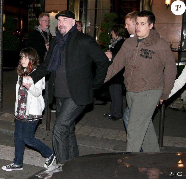 John Travolta avec son fils Jett, sa fille et son épouse à Paris mi-novembre 2008 sur le tournage du film de Luc Besson
