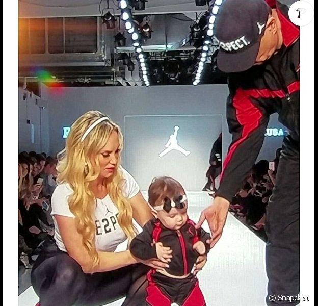 Coco Austin, son mari Ice-T et leur fille Chanel Nicole sur le podium du défilé Nike pour la marque Jordan à New York dans le cadre de la Fashion Week, le 15 février 2017