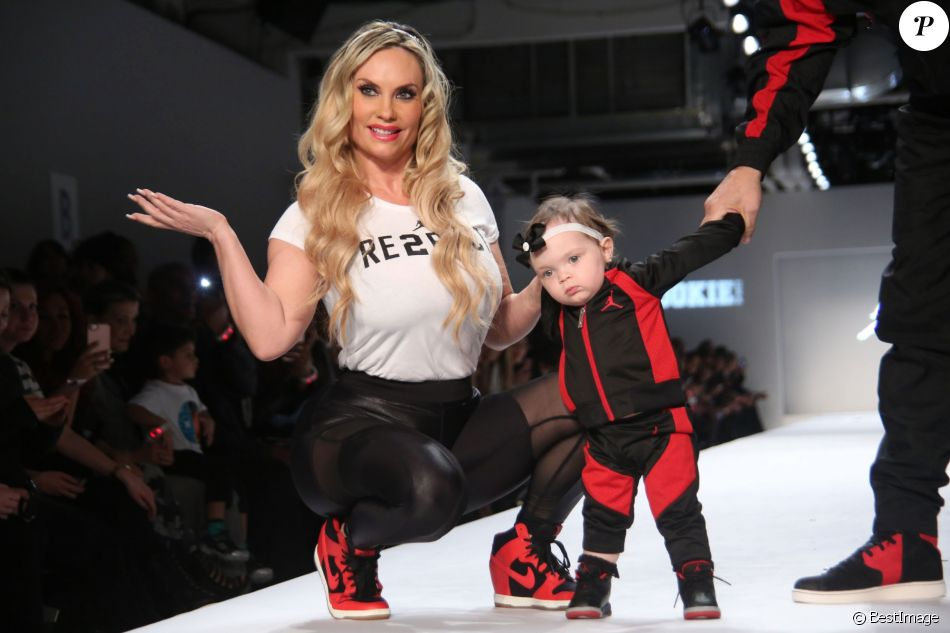 83e921159e70b Coco Austin et sa fille Chanel lors du défilé de mode pour enfants de la  marque